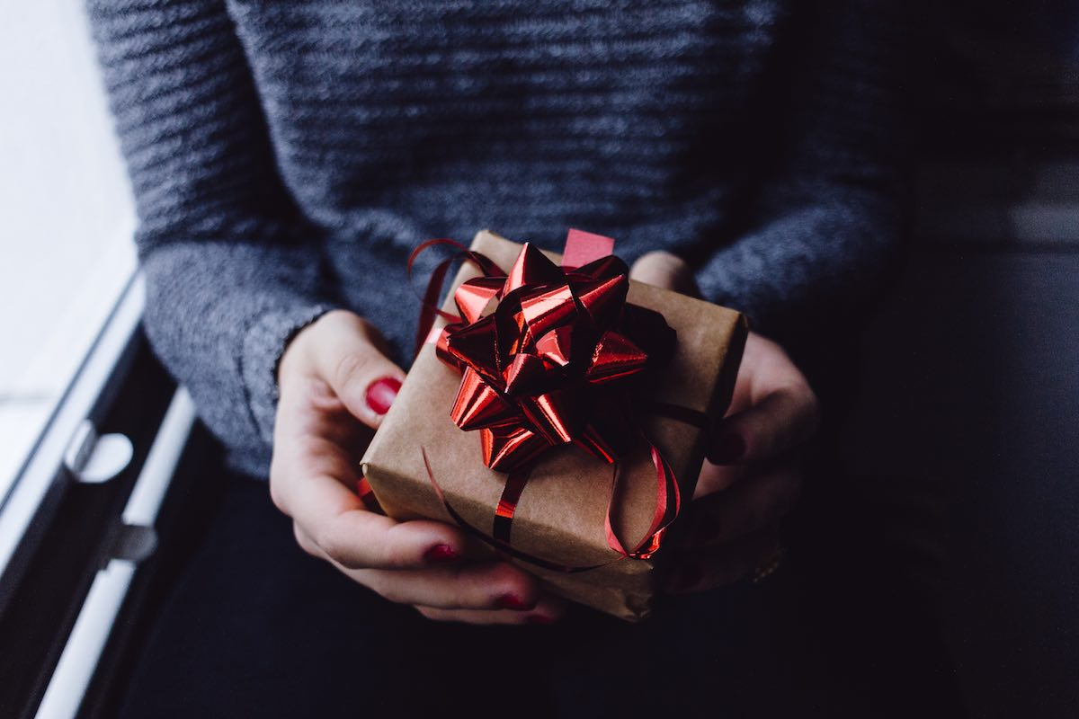 gift giving in new relationships
