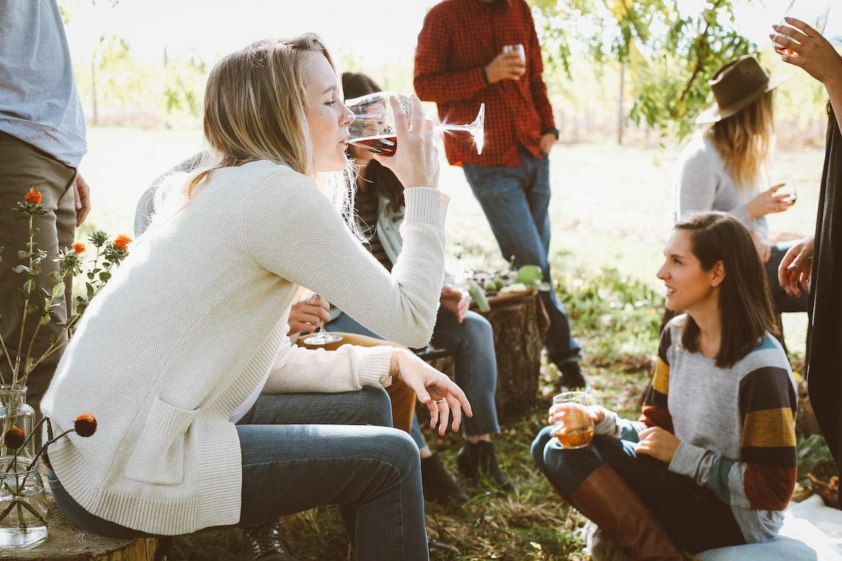 dating an alcoholic woman