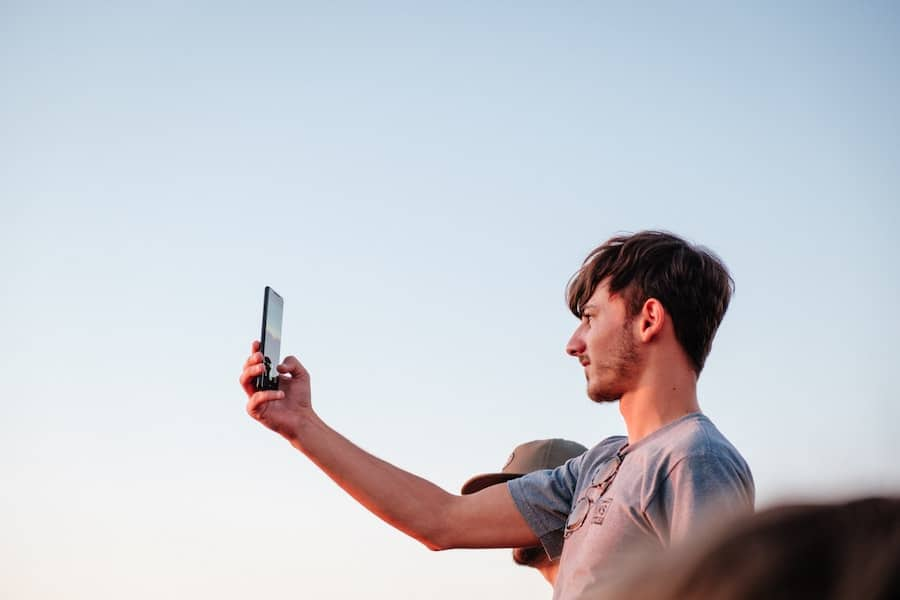online dating statistics on selfies