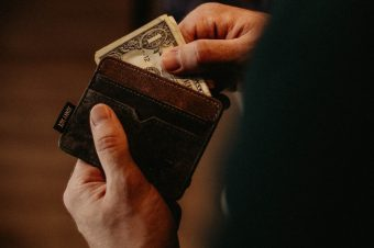 reasons to fix your finances before searching for love